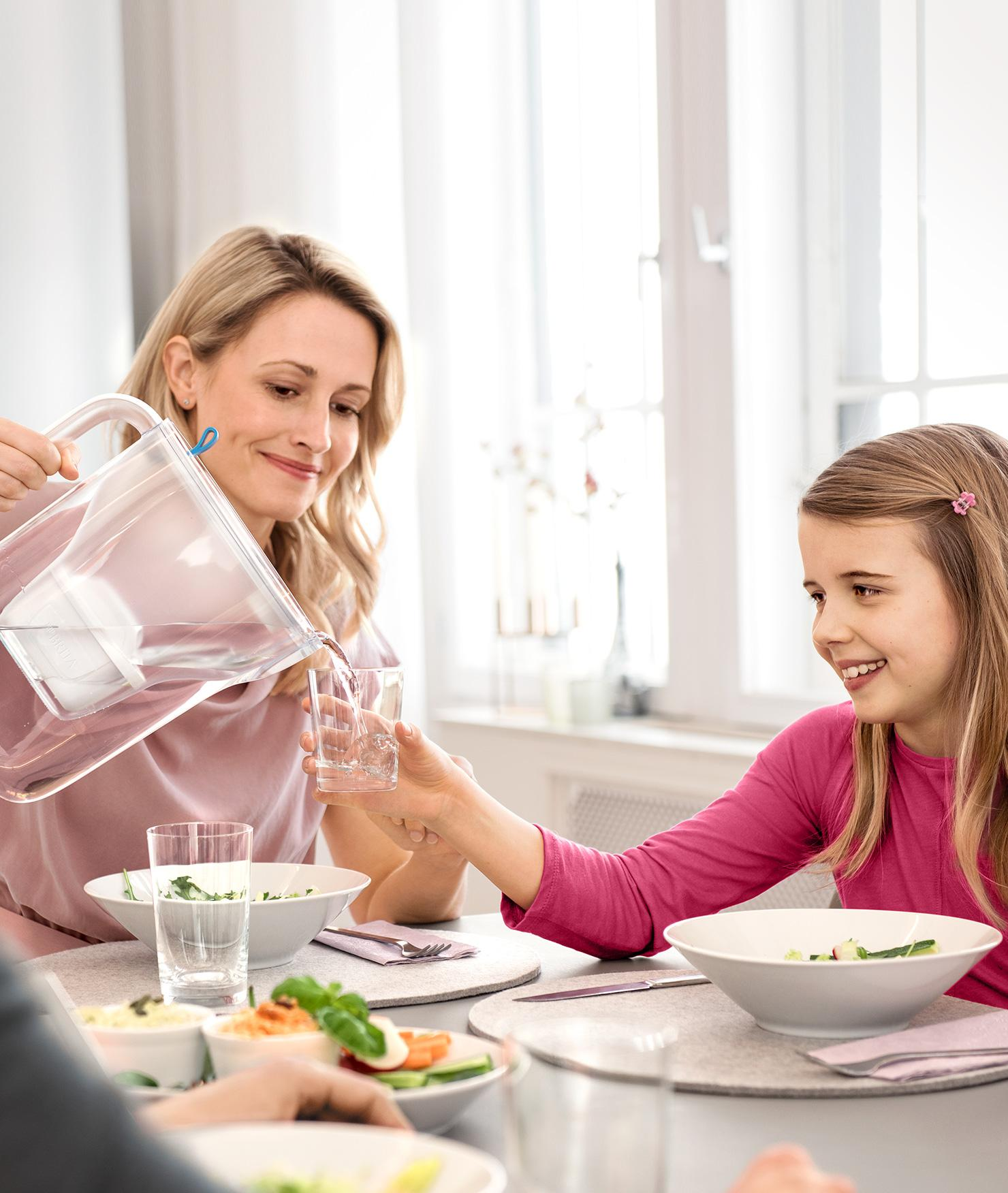 BRITA Style mother girl table